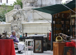 Antique_market_man