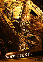 Eiffel_tower_base_3